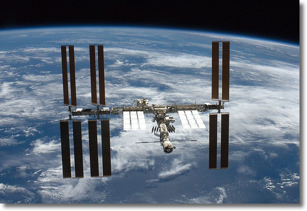 800pxsts126_iss_flyaroundshadow